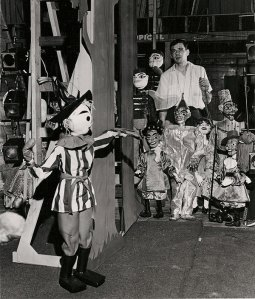 Ralph Kipniss with Wizard of Oz marionettes in the 1960s